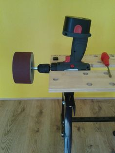 Drill sander (Post by Avishoes) : Interesting idea if you don't want to invest in a grinder/sander.
