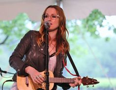Ingrid Michaelson's new single Hell No is scheduled to be released April but I was lucky enough to catch a first look when she performed this n. Kinds Of Music, My Music, Ingrid Michaelson, Sara Bareilles, Meghan Trainor, I Cool, Female Singers, Celebs, Celebrities
