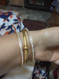 Gold kada with Jurcken bangles Plain Gold Bangles, Gold Bangles Design, Gold Jewellery Design, Gold Jewelry, Indian Gold Bangles, Gold Necklace, India Jewelry, Antique Jewelry, Armband Rosegold