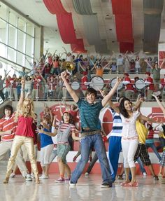 Disney Channel's 'High School Musical Is Officially In Production High School Musical Reunion, Gabriella High School Musical, Hig School, Disney Original Movies, Zac Efron And Vanessa, Disney High Schools, Teen Tv, How High Are You, Kid Movies