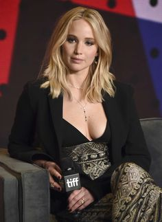 Jennifer Lawrence promoting her new movie mother!, at the 2017 Toronto International Film Festival!press conference on Sunday (Sept in Toronto, Canada. Beautiful Celebrities, Beautiful Actresses, Most Beautiful Women, Jennifer Lawrence Age, Jenifer Lawrance, Happiness Therapy, Scarlett Johansson, Jenifer Aniston, Woman Crush