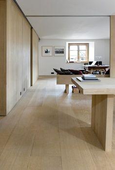 I smukke, schweiziske Zuoz nær eksklusive St. Moritz fandt et anerkendt, tysk design- ogmodepar tilbage i 1999 det helt rigtige hus. Siden overtagelsen har huset, der er helt fraår 1646, gennemgået en omfattende renovering. I dag fremstår huset som en designmæssigperle i fuld harmoni med de bjergtagende alpine omgivelser og ånd. Huset er renoveretefter en …