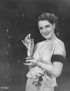 "The Academy Awards Ceremony Norma Shearer Best Actress Oscar for (""The Divorcee"") Academy Award Winners, Oscar Winners, Academy Awards, Golden Age Of Hollywood, Classic Hollywood, Old Hollywood, Hollywood Icons, Hollywood Glamour, Hollywood Stars"