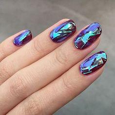 Unha de vidro é a nova moda em nail art. Aprenda a fazer!
