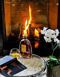 Een goed boek, een lekker glas Cognac en een warme haard! Wij wensen jullie een literaire pinksteravond. #slapenopjetenen #henkgodthelp #auteur #boek #schrijver #schrijven #overeenmandieeenanderwildezijn #roman  #fotografie #literatuur #uitgever #uitgeverij #uitgeverijhulde #hulde #huldehenk #amstelveen #vriendschap #humor #verdriet #seks #filosofie #vreugde #emotie #cognac #openhaard #pinksteren #avond