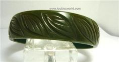 Vintage Dk Green Carved Leaves Bakelite  Bracelet  50's