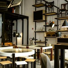 Concept store innovativo che accende una nuova luce nel centro storico di Palermo. Un luogo unico ideato da Nasser Ayazpour, poeta e designer persiano.