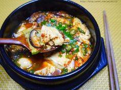 국물이 자박자박한 연두부조림 Vegetable Rice, Vegetable Seasoning, Korean Dishes, Korean Food, Kimchi, Dinner Table, Soups And Stews, Thai Red Curry, Pork