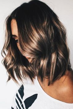 10 Flirty Light Brown Hair Looks - Women Hair Color Ideas 2019 - Frisuren Brunette Blonde Highlights, Brunette Color, Color Highlights, Highlights Short Hair, Brown Hair Natural Highlights, Balayage Short Hair, Light Brunette Hair, Golden Highlights Brown Hair, Summer Brunette