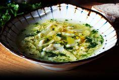 Um dos pratos definidores da gastronomia alentejana, onde o alho e os coentros marcam presença