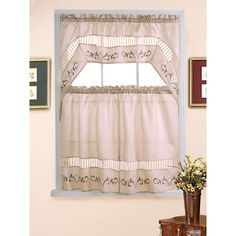 This three-piece tiered curtain set features one valance and two tiers in a cheery floral print for a charming accent to your kitchen decor. Accent any casual room setting with this classic curtain set.