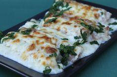 A zöldbab akár fenséges vacsora is lehet! Mutatunk egy csodás receptet, amit meg kell kóstolnod, mert fantasztikus! Hozzávalók gépsonka, zöldbabkonzerv, 1 tojás, tejföl, zöldpetrezselyem. Elkészítés Személyenként 2 db téglalap alakú gépsonka szeletre 2-2 evőkanál – levétől lecsurgatott – zöldbabkonzervet teszünk. Egy tojást villával felverünk, ízesítjük sóval, vágott zöldpetrezselyemmel, és ezzel a keverék egy részével a...Olvasd tovább