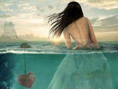 mujer-en-el-agua-con-un-corazón-hundido