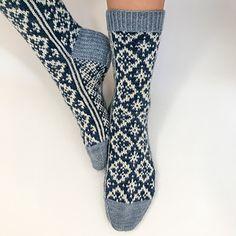 Ravelry: First Snowfall Socks pattern by Runningyarn Wool Socks, Knitting Socks, Knitting Stitches, I Want To Cuddle, Knitting Patterns, Crochet Patterns, Sock Leggings, Slipper Socks, Slippers