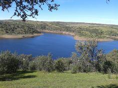 Río Alagón embalsado por la presa de Alcántara, a la altura de los Canchos de Ramiro.