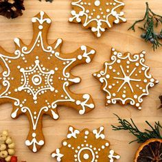 Iced Gingerbread Snowflake Cookies from Martha Stewart and Royal Icing from Sugarbakers' Cookie Cutter Cookbook | Cosmo Cookie {Holiday Baking}