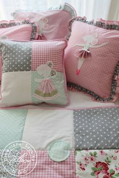 Patchwork idea for cushion Cute Pillows, Baby Pillows, Throw Pillows, Quilt Baby, Cushion Covers, Pillow Covers, Patchwork Cushion, Quilted Pillow, Sewing Pillows