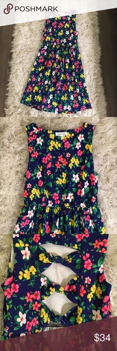 NWOT Nordstrom floral dress 😍 Such beautiful open back detail! Such flattering, stretchy, soft & comfortable material 🎀 make an offer 🌆💥 Dresses