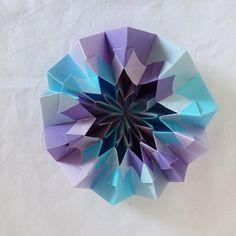 Centre de table décoratif en origami: le feu d'artifice, modulaire, bleu, turquoise, mauve et violet