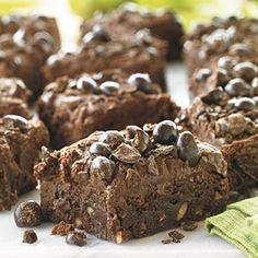 Mudslide Brownies Yummy ingredients from the popular drink--chocolate, espresso, and whipping cream--make a splash in these decadent bars filled with chopped pecans and garnished wtih chocolate-covered espresso beans. Pecan Desserts, Pecan Recipes, Best Cookie Recipes, Brownie Recipes, Just Desserts, Delicious Desserts, Dessert Recipes, Yummy Food, Bar Recipes