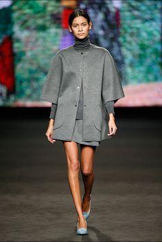 Lebor Gabala. Colección otoño-invierno 2015/2016. 080 Barcelona 080 Barcelona, Barcelona Fashion, Vogue, Fall Winter 2015, Minimalist Fashion, Catwalk, Knitwear, Cashmere, Cold Shoulder Dress
