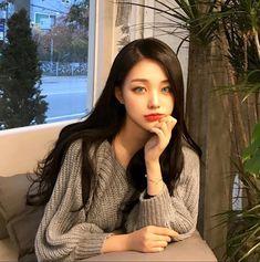 Korean Fashion Trends you can Steal – Designer Fashion Tips Pretty Korean Girls, Cute Korean Girl, Cute Asian Girls, Beautiful Asian Girls, Uzzlang Girl, Korean Beauty, Asian Beauty, Korean Makeup, Girl Korea