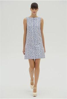 VB Spring Summer 2012 / Vestido sin mangas blanco de estampado azul perteneciente a la colección de Victoria Beckham para la temporada primavera-verano de 2012.