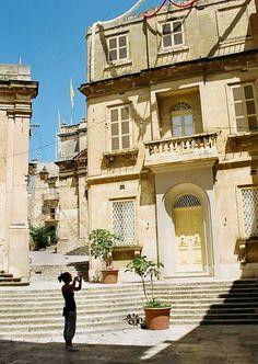 Malta. Taking a picture.  by Vinaixa. photonoise.vinaixa.org