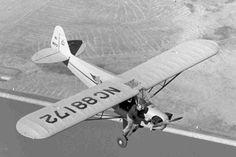 Пилот пытается запустить заглохший в полете двигатель.