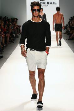 黒サマーセーター,白ショートパンツ,メンズファッション夏コーデ