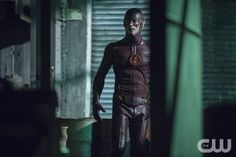 """Το Flash - """"Το Flash γεννιέται"""" - Εικόνα FLA106a_0008b - Απεικονίζονται: Επιχορήγηση Gustin ως The Flash - Φωτογραφία: Cate Cameron / The CW - Γ ?? Â © 2014 Η CW Network, LLC.  Όλα τα δικαιώματα διατηρούνται."""