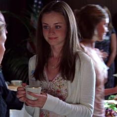 Rory Gilmore Style, Lorelai Gilmore, Gilmore Girls Fashion, Glimore Girls, Alexis Bledel, Role Models, Pretty People, Ideias Fashion, Girl Outfits