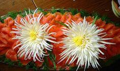 Tỉa hoa cúc từ rau cải thảo thật dễ dàng!    |Mai Anh, ảnh: Larissa - Theo Trí Thức Trẻ    Bạn có thể tỉa hoa cúc đại đóa từ rau cải thảo một cách dễ dàng.    http://afamily1.vcmedia.vn/k:VP75zw5duc3TeizYBCLqPsyCSiS/Image/EmoticonOng/13-282bb/tia-hoa-cuc-tu-rau-cai-thao-that-de-dang.png      <tbody>