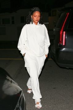 Only Rihanna Can Pull Off This Wildly Impractical Winter Shoe - Vogue Rihanna Casual, Looks Rihanna, Rihanna Street Style, Rihanna Outfits, Rihanna Fashion, Celebrities Fashion, Fashion 2020, Fashion Brands, Moda Rihanna
