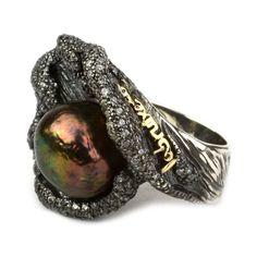 Anillo LABRUIXETA  Anillo Labruixeta de perla barroca gris con forma de ostra montada en plata con circonitas engastadas, letras de Labrui...