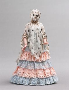 Shary Boyle, Haunt, 2004, porcelain, china paint, gilt, 24cm tall. Collection of The Paisley Museum, Scotland.