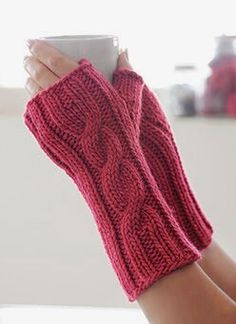 """Cable Knit Gloves good sight for free knitting patterns. good """"site"""" for free knitting patterns. Easy Knitting, Knitting Patterns Free, Free Pattern, Crochet Patterns, Cable Knitting, Fall Patterns, Knitting Yarn, Fingerless Gloves Knitted, Knit Mittens"""