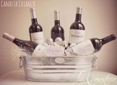 La Canasta Crianzaes un increíble regalo para amantes de vino con una excelente y puntual selección de grandes tintos españoles de crianza. Nos encanta esta canasta, ya sea para ocasión personal …