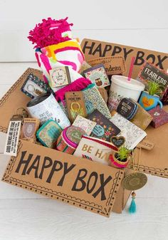 On a lookout for some charming gifts for your best pal? Here are few totally amazing DIY gifts for friends that speak about your love. Diy Gifts For Friends, Birthday Gifts For Best Friend, Bff Gifts, Best Friend Gifts, Cute Birthday Gift, Birthday Gift Baskets, Diy Birthday, Graduation Gift Baskets, College Gift Baskets