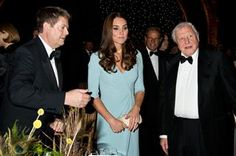 Duchess of Cambridge, Sir Michael Dixon and Sir David Attenborough at yesterday's award ceremony for Wildlife Photographer of the Year Kate Middleton New Hair, Kate Middleton Style, Duchess Kate, Duchess Of Cambridge, Jenny Packham Dresses, Alexander Mcqueen Clutch, David Attenborough, Royal Fashion, Professional Photographer