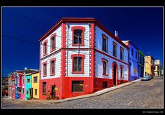 (B'Rob via Getty Images) Colourful City Neighbourhoods Around The World: Valparaiso, Chile Out Of Eden, Unbelievable Facts, World Cities, South America Travel, Travel Articles, World Of Color, End Of The World, The Neighbourhood, Beautiful Places