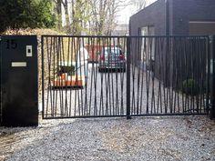 Entec | Onze diensten - Poorten & hekwerk - DraaipoortenG_PAGETITLE_SUB Gate Wall Design, Steel Gate Design, House Front Gate, Front Yard Fence, Modern Fence Design, Grades, Outside Living, Entrance Gates, Garden Gates