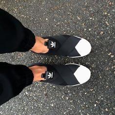 adidas sko Superstar lanserades 1969 och blev snabbt populär, först som basketsko och sedan som streetsko. Nu är den…
