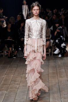 Alexander McQueen Spring 2016 Ready-to-Wear Fashion Show - Frida Westerlund