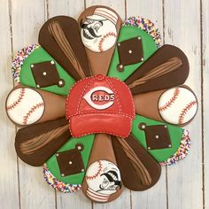 Check out this beautiful from is the creator of Lynne's Platter. Crazy Cookies, Iced Cookies, Cut Out Cookies, Fun Cookies, Sugar Cookies, Decorated Cookies, Sugar Cookie Royal Icing, Cookie Frosting, Baseball Cookies