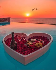 Vacation Destinations, Vacation Trips, Cool Places To Visit, Places To Travel, Cavo Tagoo Mykonos, Romantic Night, Travel Couple, Luxury Life, Luxury Travel