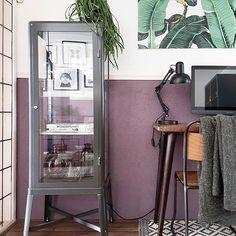 De FABRIKÖR vitrinekast bij @bij_urs_thuis   #IKEABijMijThuis IKEA IKEAnl IKEAnederland industrieel design woonkamer kamer kast opbergen opberger meubel inspiratie wooninspiratie interieur wooninterieur