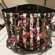 Juicy Couture tote Very big Juicy Couture tote new never used got this in a trade what you see the tag say that the cost of the trade!!! Juicy Couture Bags Totes