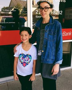 When you go to your new neighborhood taco joint and Annie Clark is there. We chatted about getting Eden into piano and guitar. We will be jamming St. Vincent the rest of the day. #stvincent #fangirl #tacos #annieclark #lakehighlands #supportlocal