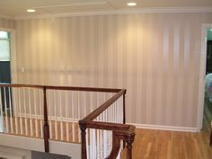 Flat & gloss stripes in the same color. Upstairs hall - My-House-My-Home Striped Walls, Interior Decorating, Interior Design, House Painting, Painting Walls, Matte Painting, My Living Room, Kitchen Living, The Ranch